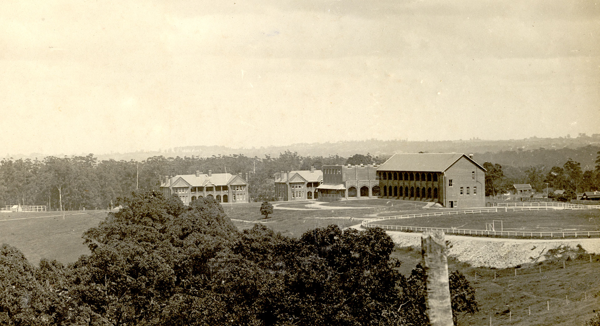 1916 - Presbyterian Ladies' College, Pymble