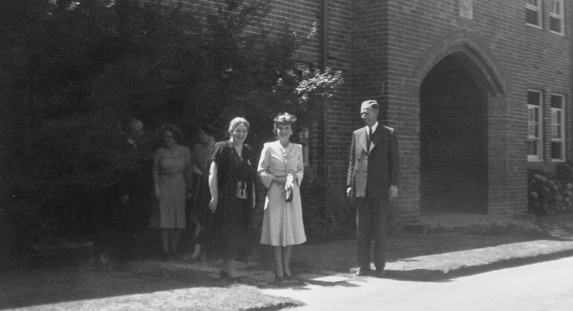 1946 Miss Knox and the Duchess of Gloucester during her visit to the College